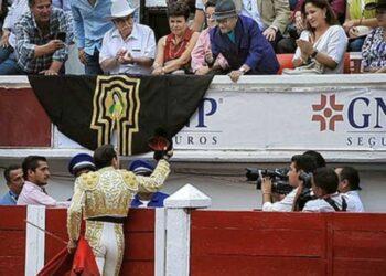 El brindis de Enrique Ponce al cantante Armando Manzanero, fallecido por coronavirus