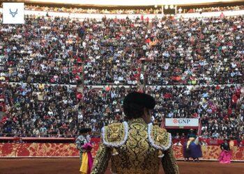 Reportaje México: 'La pandemia, una chingadera sin precendentes'