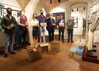 'Salamanca es Tauromaquia' entrega 700 kg de comida al banco de alimentos de la ciudad