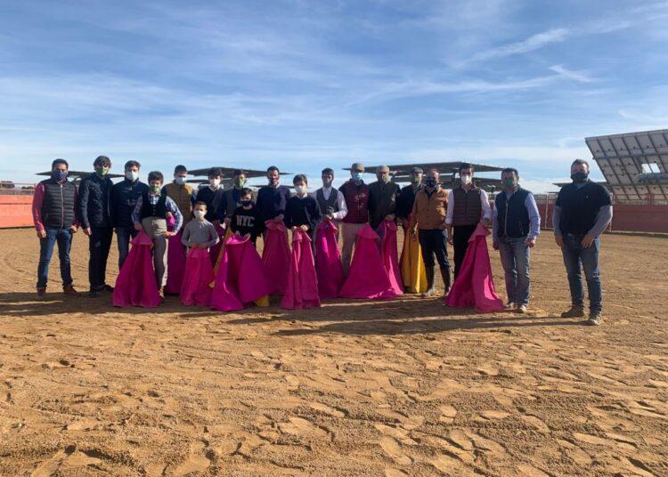 La Escuela de Tauromaquia de Huesca disfruta de una jornada campera