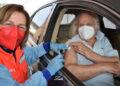Manuel Benítez 'El Cordobés' recibe la primera dosis de la vacuna Pfizer