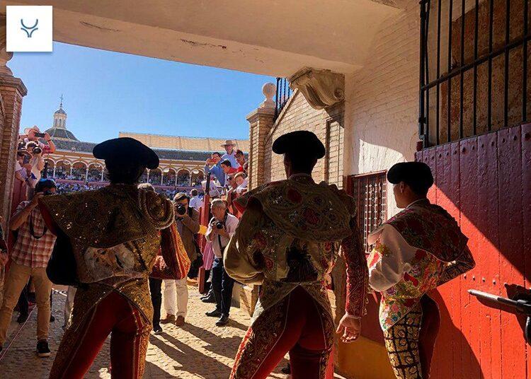 La temporada y Sevilla pendiente de Semana Santa (Carteles)