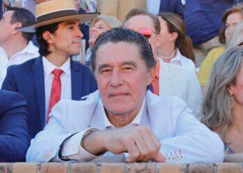 José Antonio Campuzano, matador de toros, apoderados