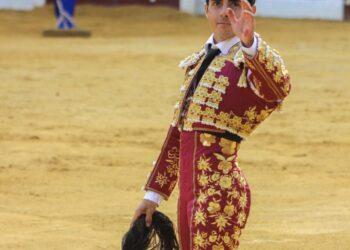 José Rojo con los máximos trofeos simbólicos en Almendralejo l Rubén Mateos