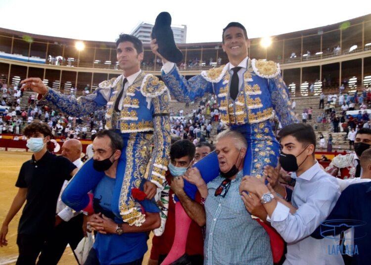 Manzanares, por segundo día consecutivo, y Cayetano abren la Puerta Grande en Alicante