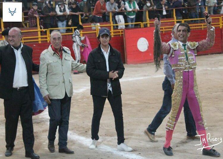 Arturo Macías 'El Cejas', un rabo en Puebla, y Castellanos y Martínez, a hombros en Apizaco
