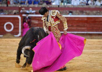 Perera indulta a 'Vitoreado', de Parladé (Directo: Huelva)