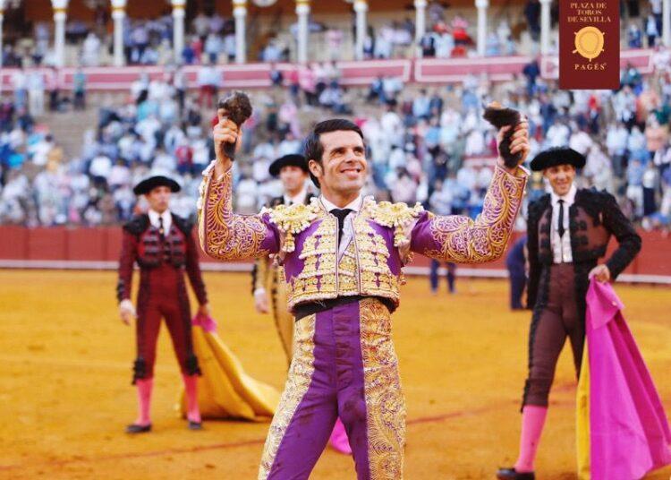 Gran faena de Emilio de Justo, dos orejas de un buen toro de Victorino Martín (Directo: Sevilla)